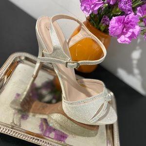 Sparkle sandal pump